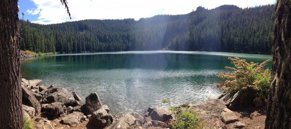 portland-hikes-roaring-river-serene-lake