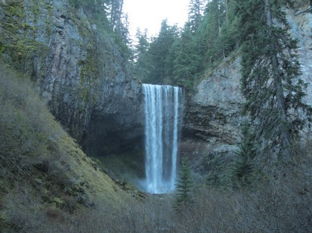 Tamanawas Falls is a family-friendly fall colors hike near Mount Hood.