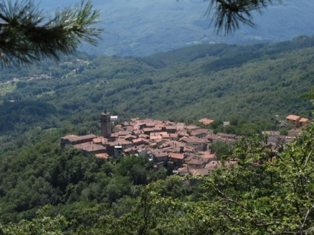 Hiking in Tuscany means passing through quaint village like Corfino.
