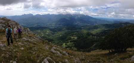 Hiking to the summit of the Pania di Corfino.