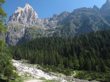 hiking-italian-dolomites-valleys